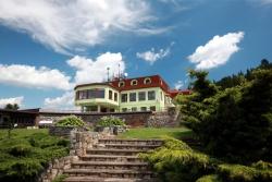 Příjemná relaxace uprostřed přírody s krásným výhledem po okolí - Wellness Hotel Vyhlídka